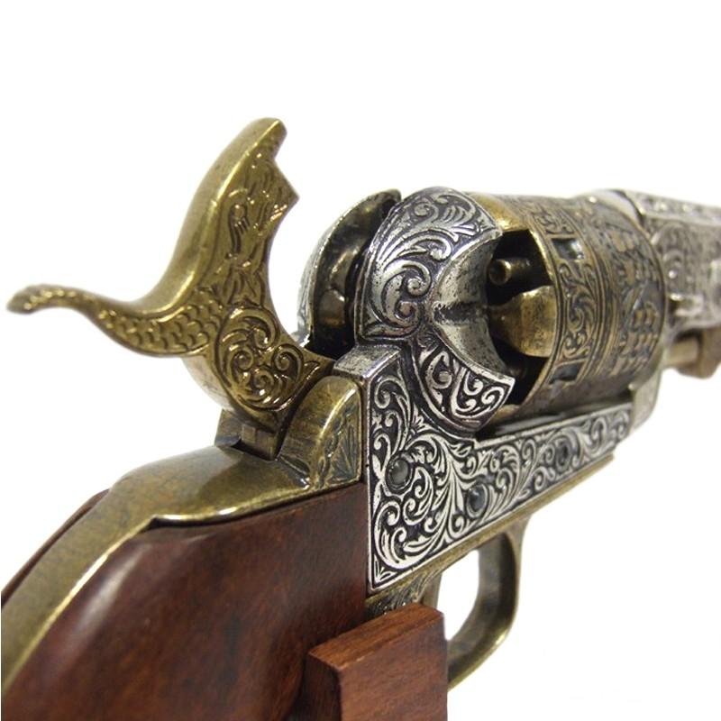 Reproduction Colt Navy Revolver 1851+Chien...